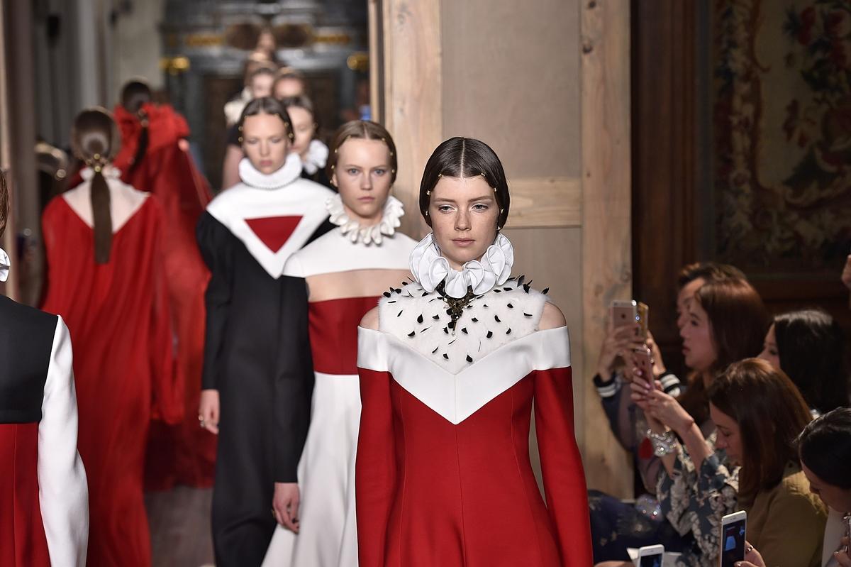 Fila final da Alta Costura da Valentino ©Agência Fotosite