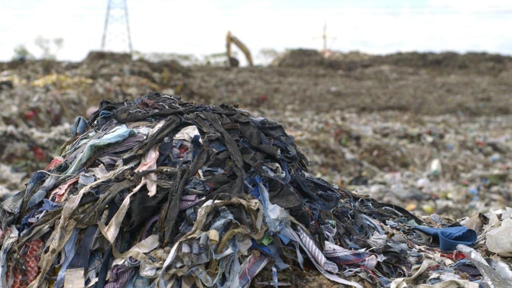 """""""Lixo"""" têxtil em Bangladesh / Reprodução"""