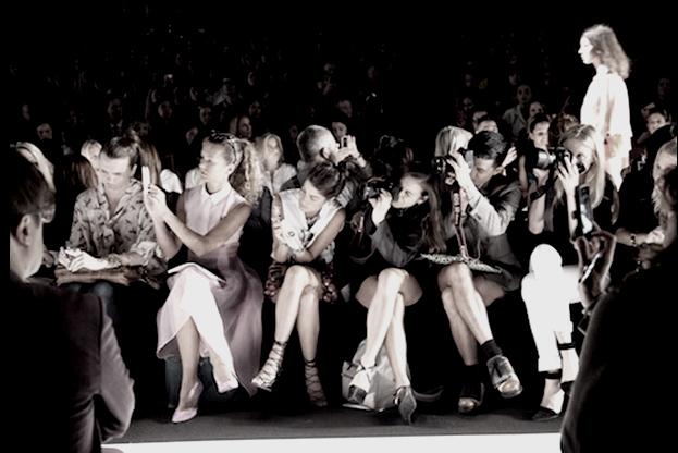 0fcc242ac32b2 Crítica de moda  marcas ainda barram jornalistas de seus desfiles    Blog     FFW