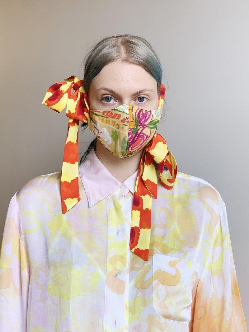 Máscara da estilista Collina Strada / Reprodução