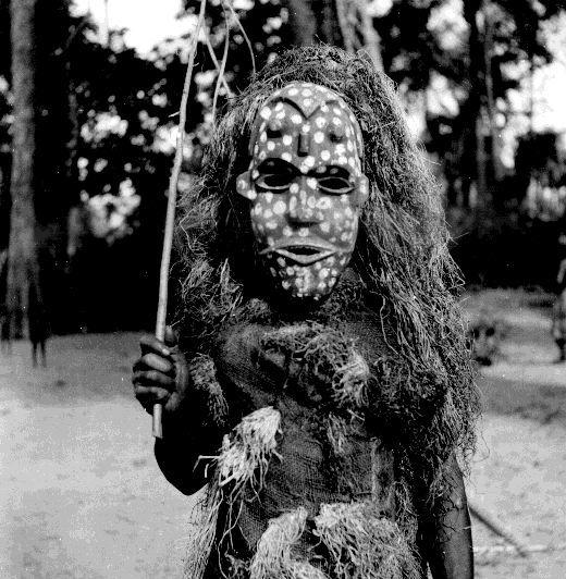 Imagem que mostra cultura de mascarados da Nigéria / Reprodução foto Gwilym Iwan Jones