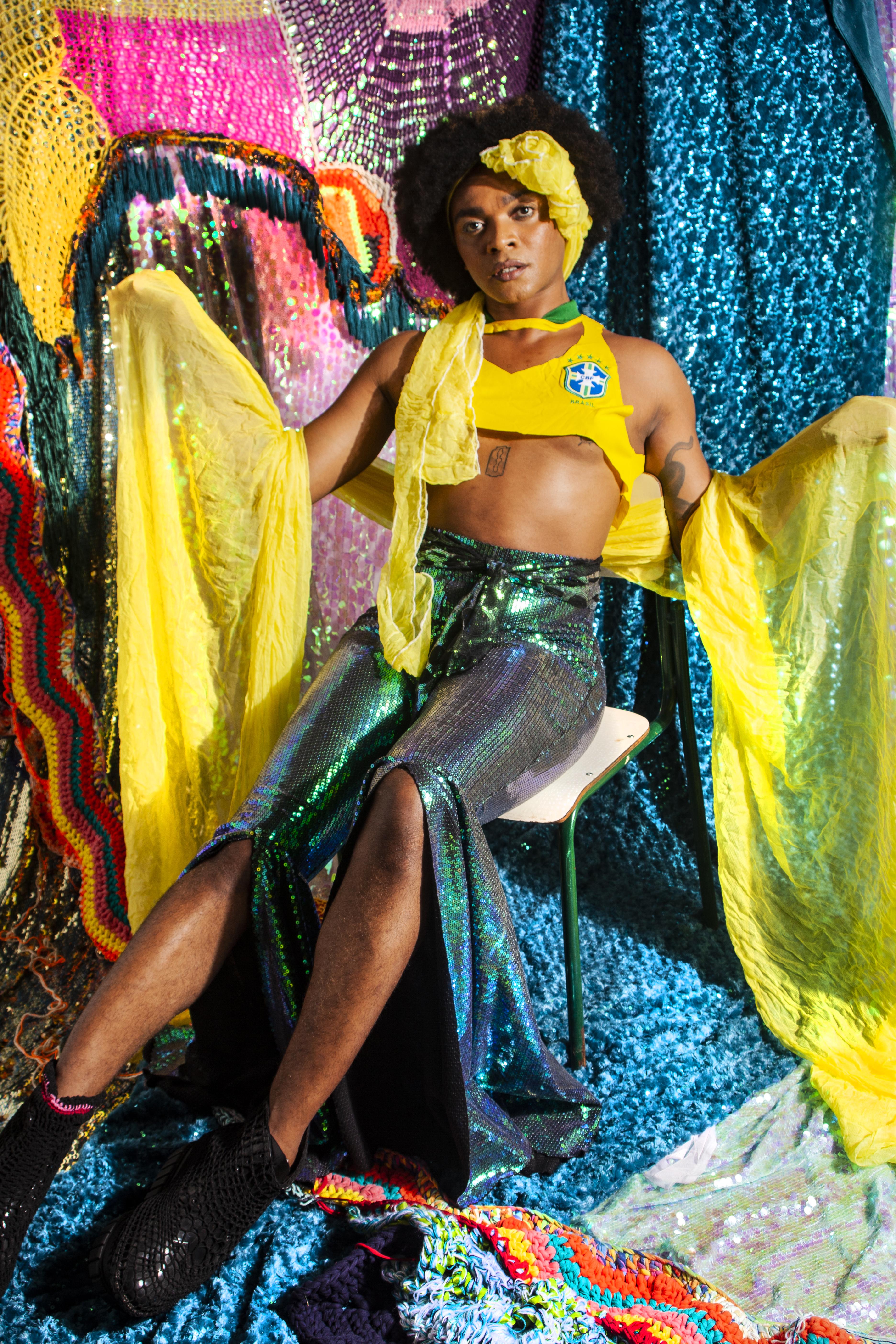 ONIKA / Foto: Rafa Kennedy Styling: Gustavo Silvestre / Beleza: mulhertrans e oibobinha Look: Vicenta Perrotta