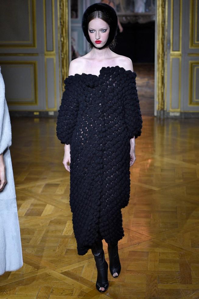 Ulyana Sergeenko-Inverno2016-Paris-AltaCostura-27