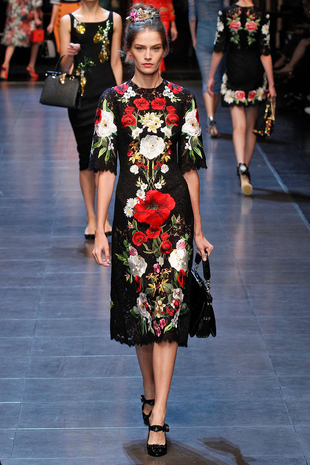4bc71a16050f1 Dolce   Gabbana   Milão   Verão 2016 RTW    Desfiles    FFW