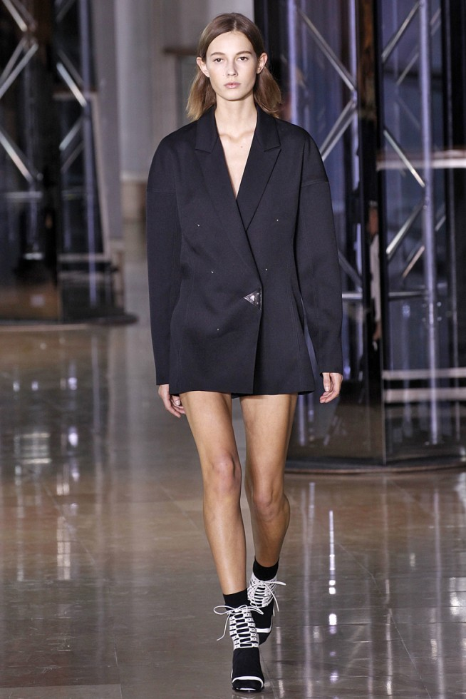 Anthony Vaccarello Paris - Inverno 2016 foto: FOTOSITE