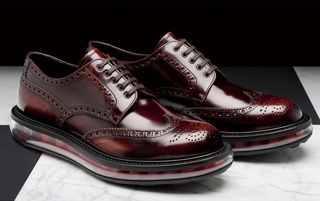 48faddc3c5b91 15.10.2012   Design  . FFW AMA  10. Sapato masculino da Prada ...