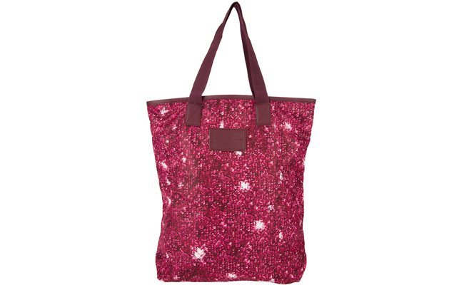 Shopping bag vinho estampada Marc by Marc Jacobs. À venda pela Farfetch por R$ 470 (ou 12 x R$ 39,17).