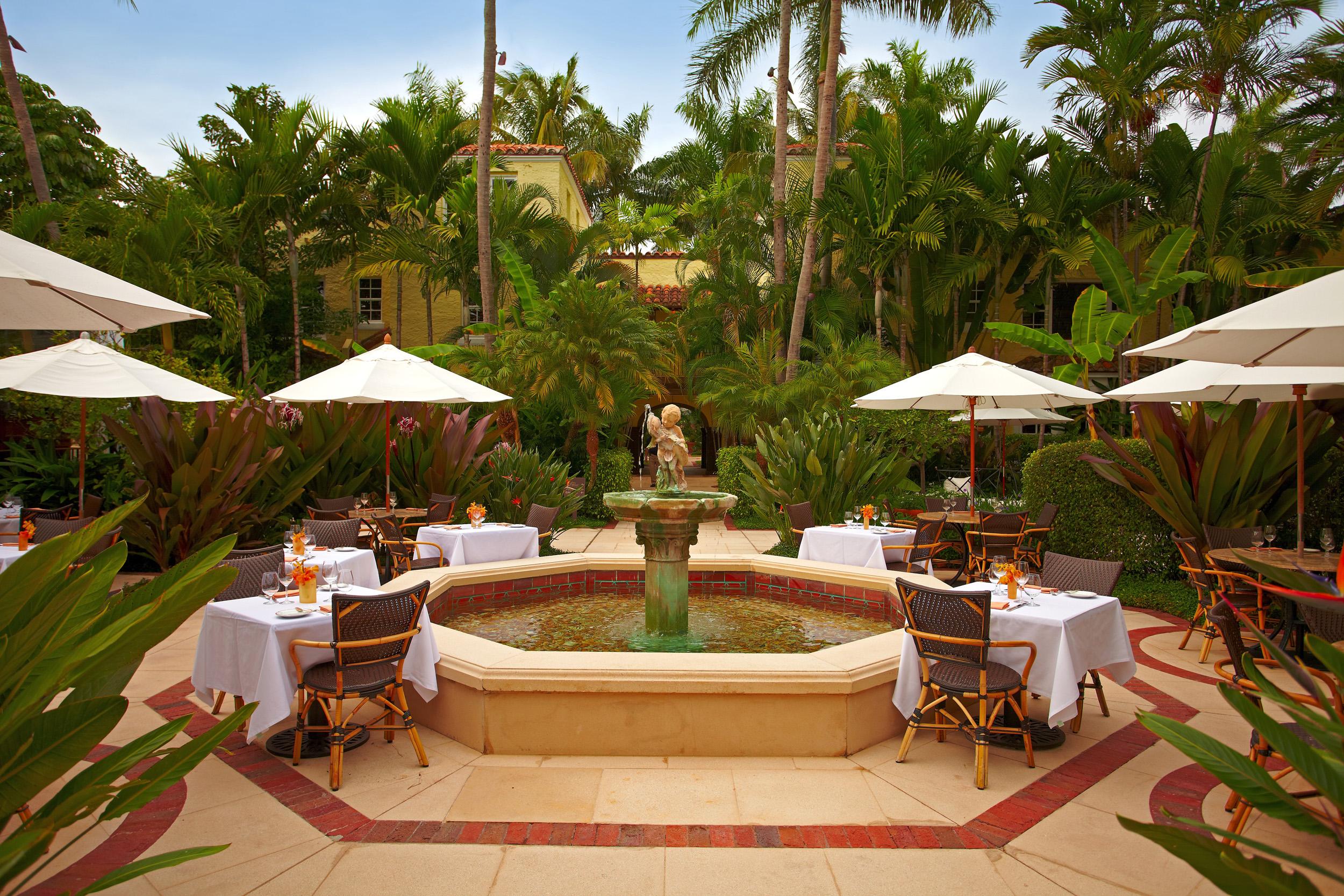 Guia-FFW-Florida-Palm-Beach-Brazilian Court-Courtyard wide