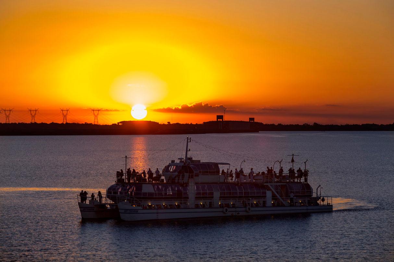 passeio-de-barco-lago-itaipu