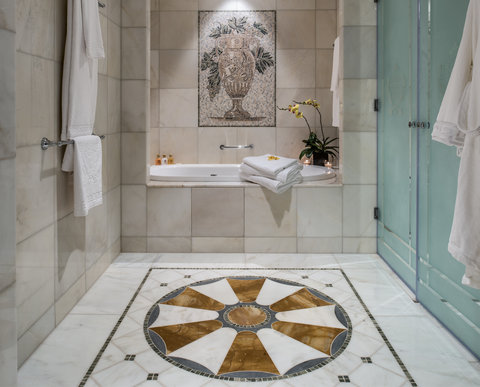 versace inaugura hotel de luxo em dubai lifestyle ffw. Black Bedroom Furniture Sets. Home Design Ideas