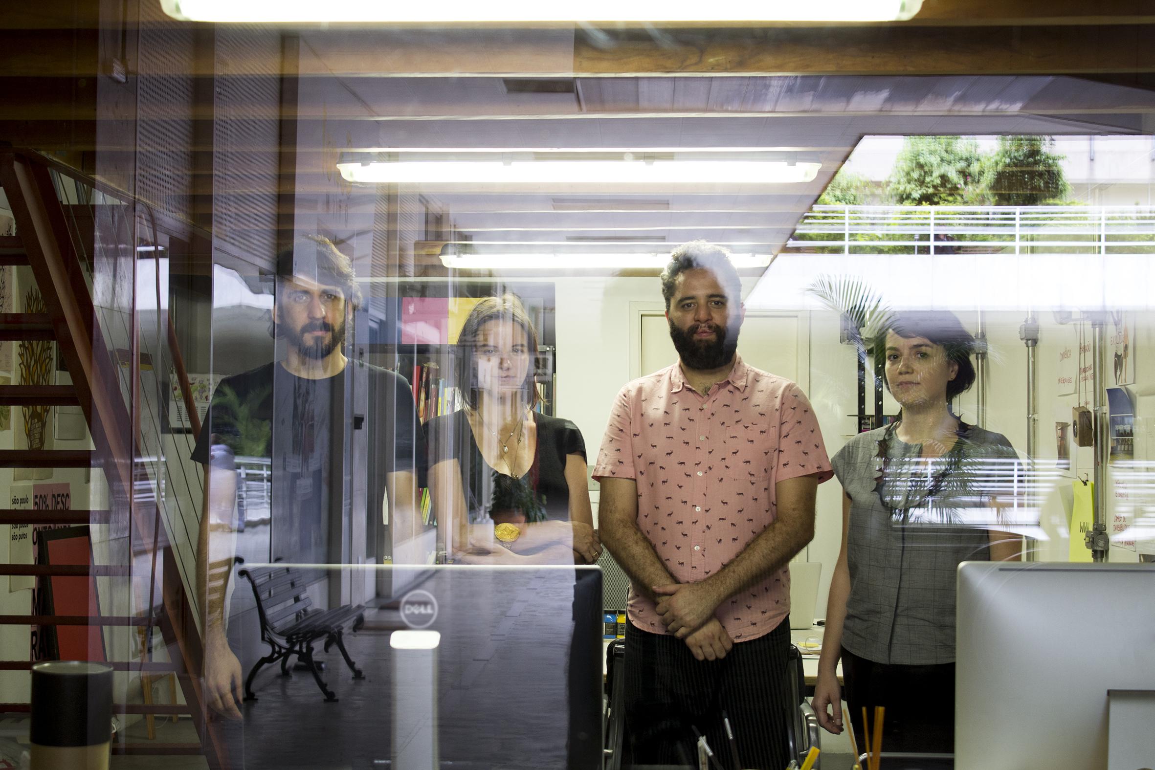 Os criadores do Grupo Inteiro, Vitor, Ligia, Claudio e Carol ©Cortesia