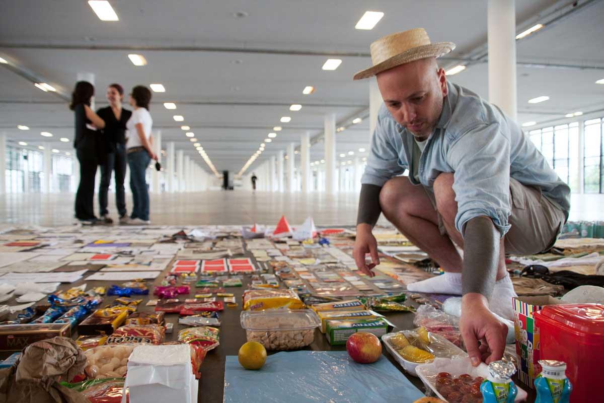 Intervenção de Mauricio Ianês na 28ª edição da Bienal