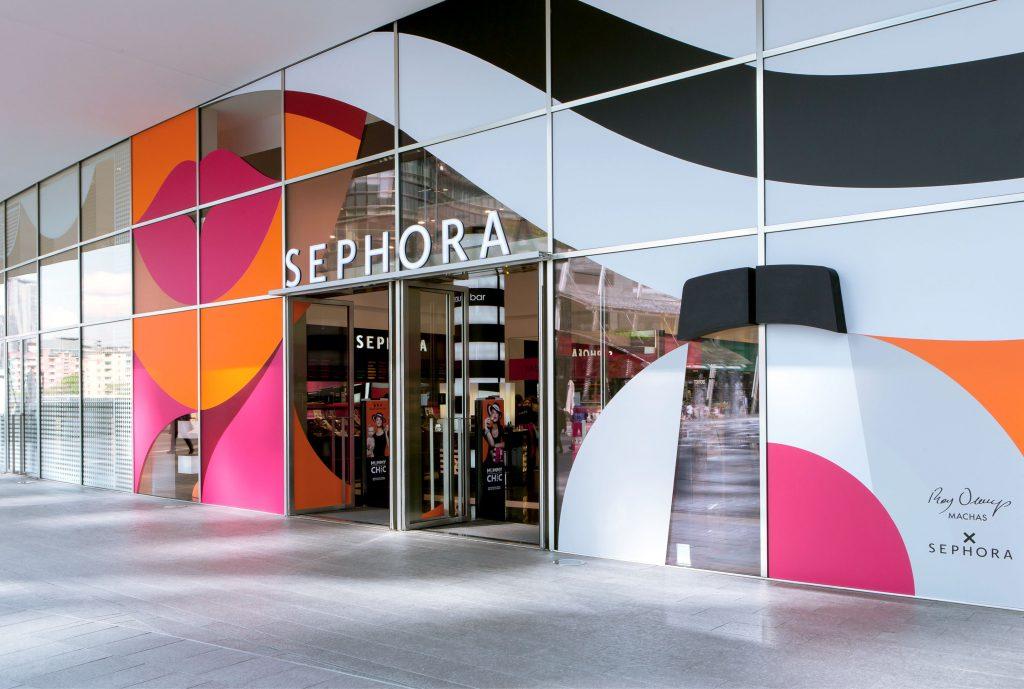 Fachada de loja da Sephora com ilustração by Ray Oranges ©Reprodução