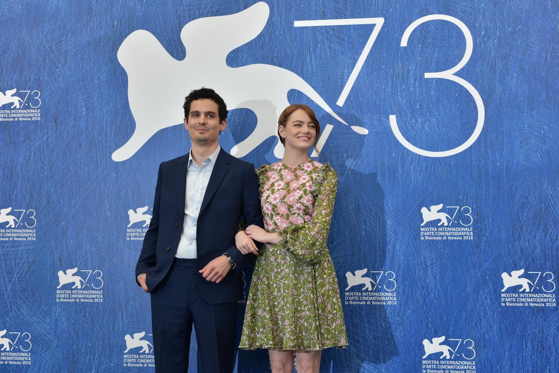 Damien Chazelle e Emma Stone em photocall em Veneza / Divulgação - ASAC