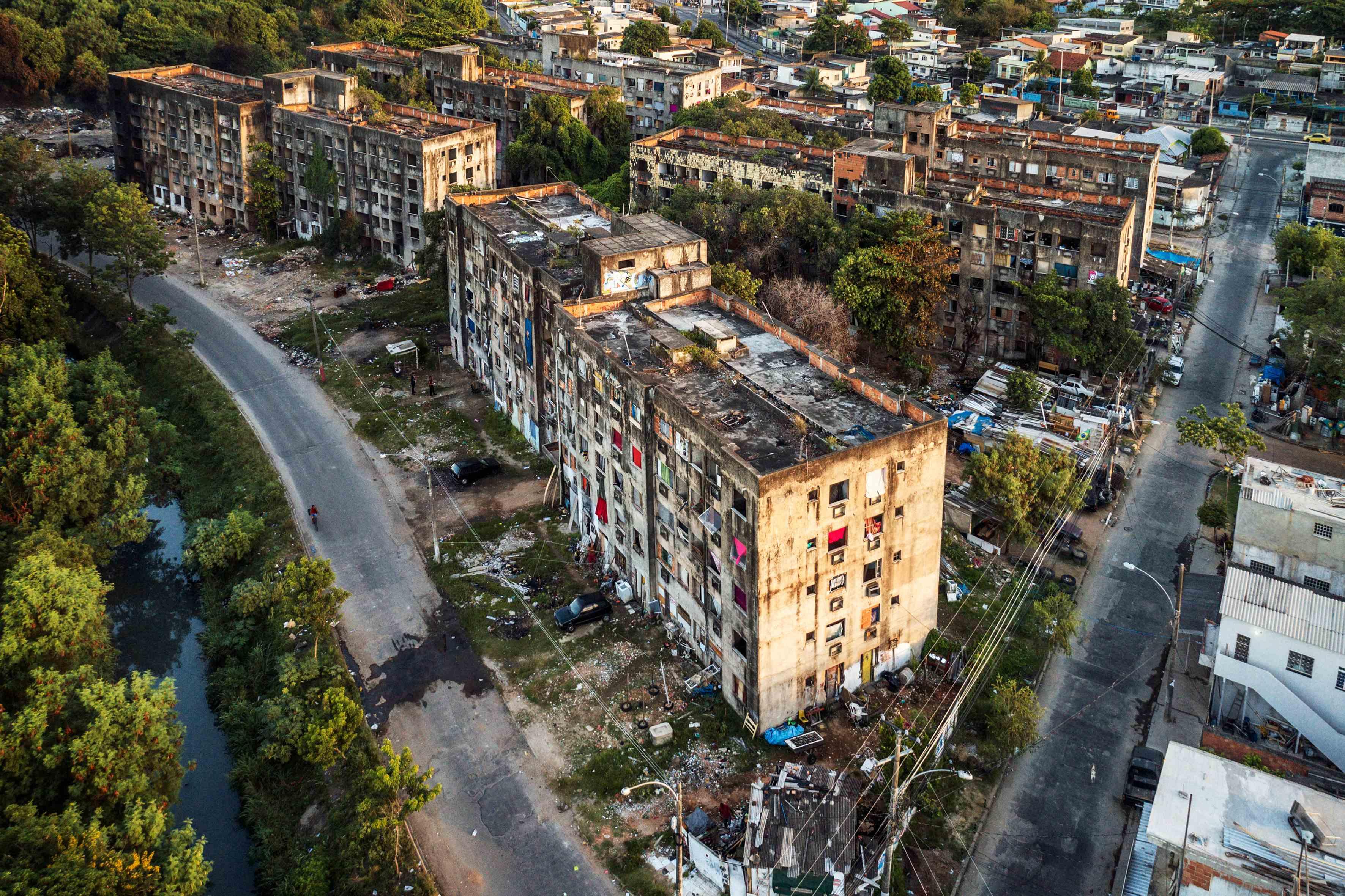 Copacabana Palace, um squatter complex, onde vivem mais de 300 famílias / Peter Bauza
