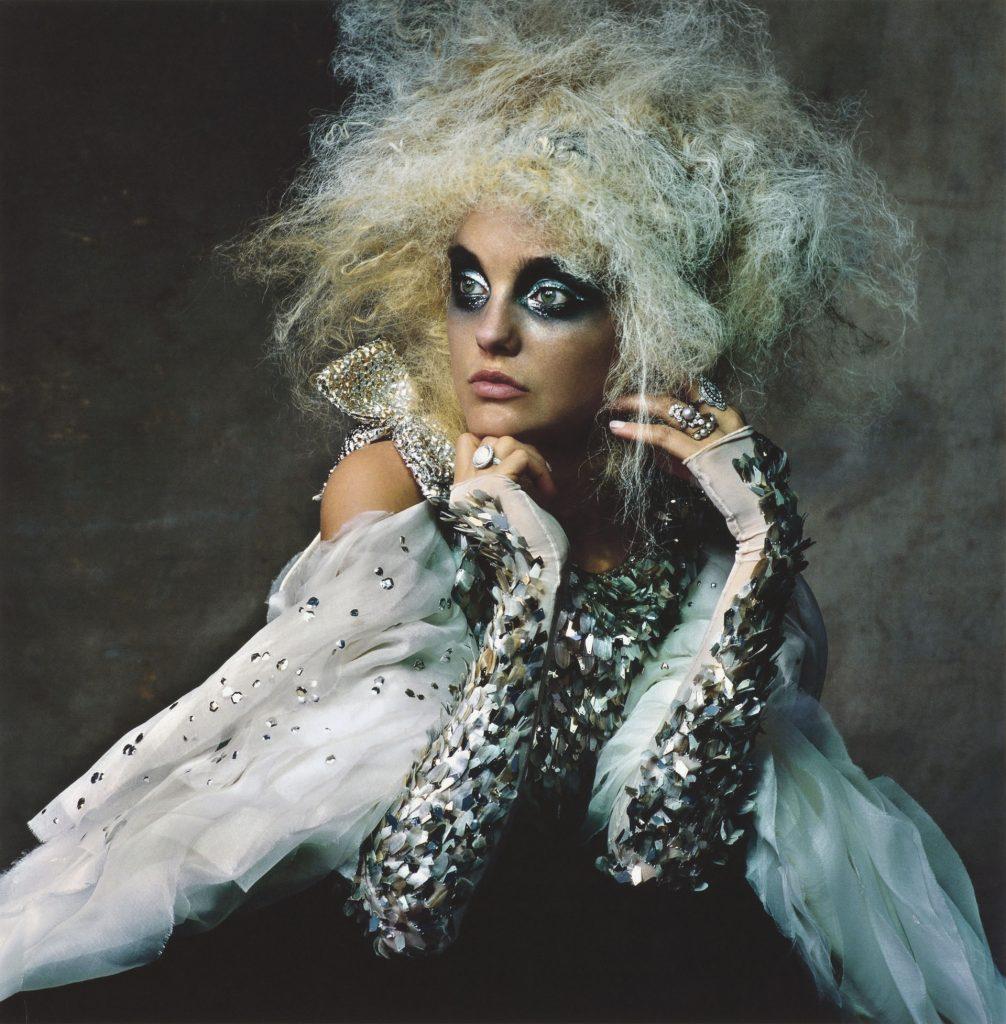 Carol Trentini com look de Alta Costura da Chanel / Reprodução IMS