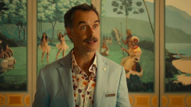 Armond (Murray Bartlett), gerente do resort White Lotus
