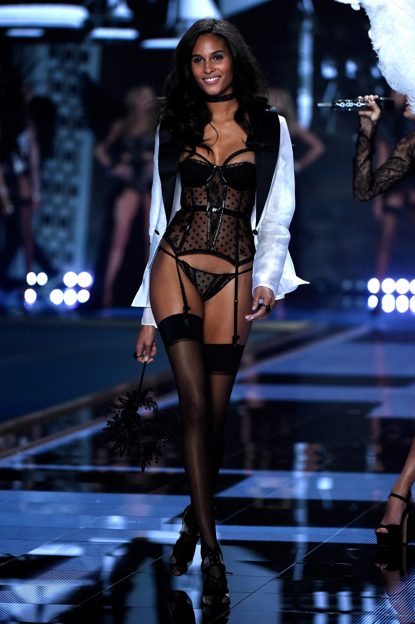 Models In Victoria S Secret Fashion Show