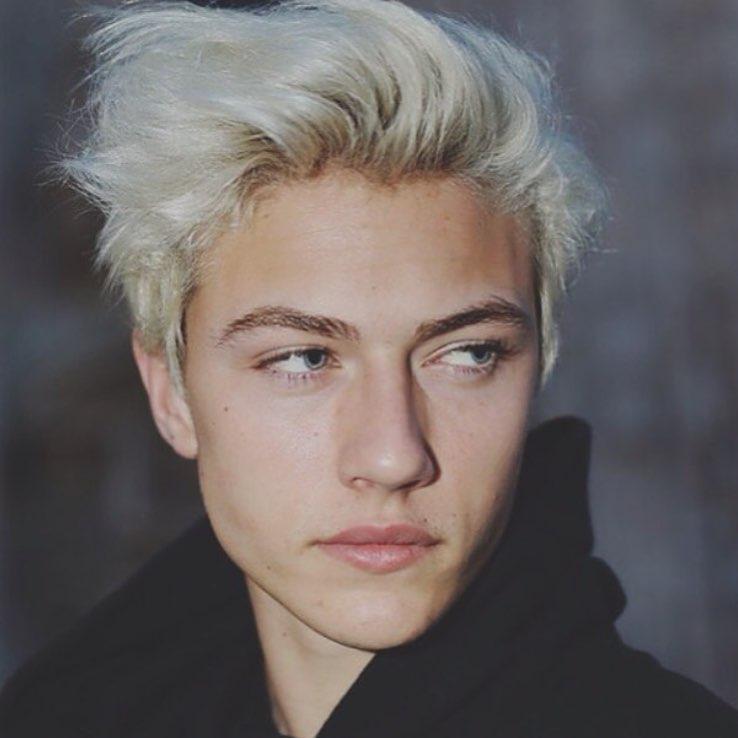 Красивый блондин парень 6