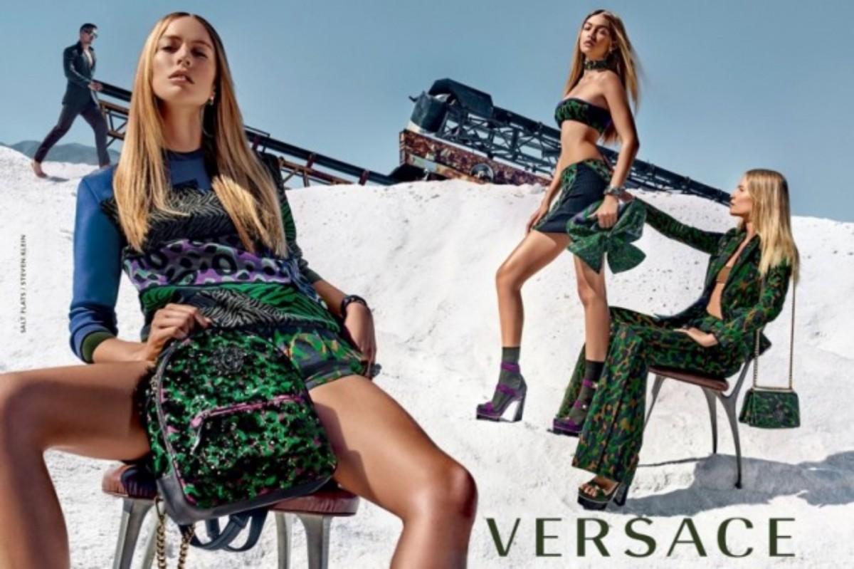 ... campanha de Verão 2016 da Versace. Raquel Zimmermann linear time de  supermodelos da Versace ©Steven Klein Reprodução 7851850b6a