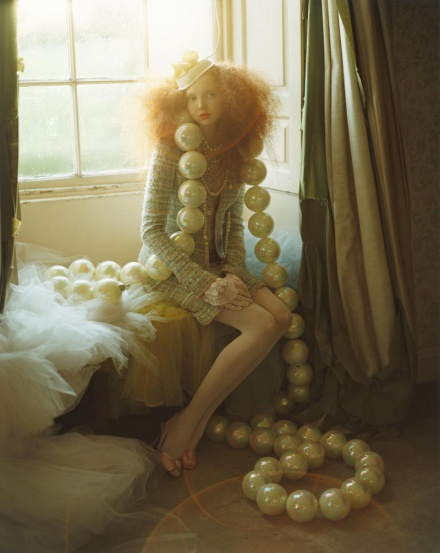 ''Lily Cole and Giant Pearls'', de 2004