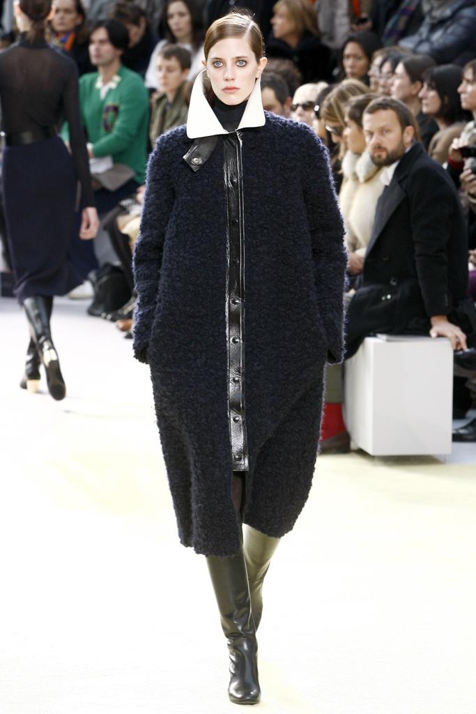 Galeria de Fotos Toque de Midas  entenda o que faz de Phoebe Philo a estilista  nº 1 do mundo hoje    Foto 10    Notícias    FFW c663f15403