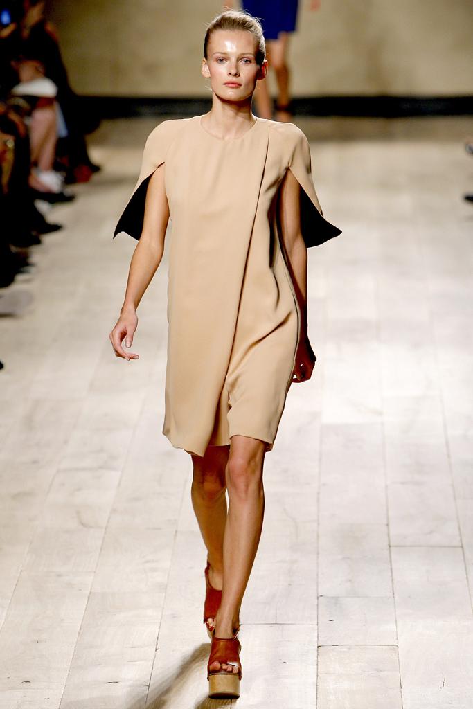 Galeria de Fotos Toque de Midas  entenda o que faz de Phoebe Philo a estilista  nº 1 do mundo hoje    Foto 11    Notícias    FFW 13b8a5709a