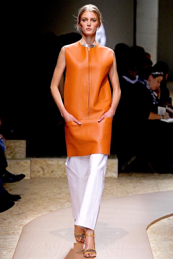 Galeria de Fotos Toque de Midas  entenda o que faz de Phoebe Philo a estilista  nº 1 do mundo hoje    Foto 9    Notícias    FFW 1b7c5349e6