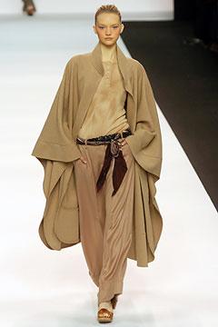 Gemma Ward, modelo preferida de Phoebe à época da Chloé, no desfile de  Inverno c1a3a6b967