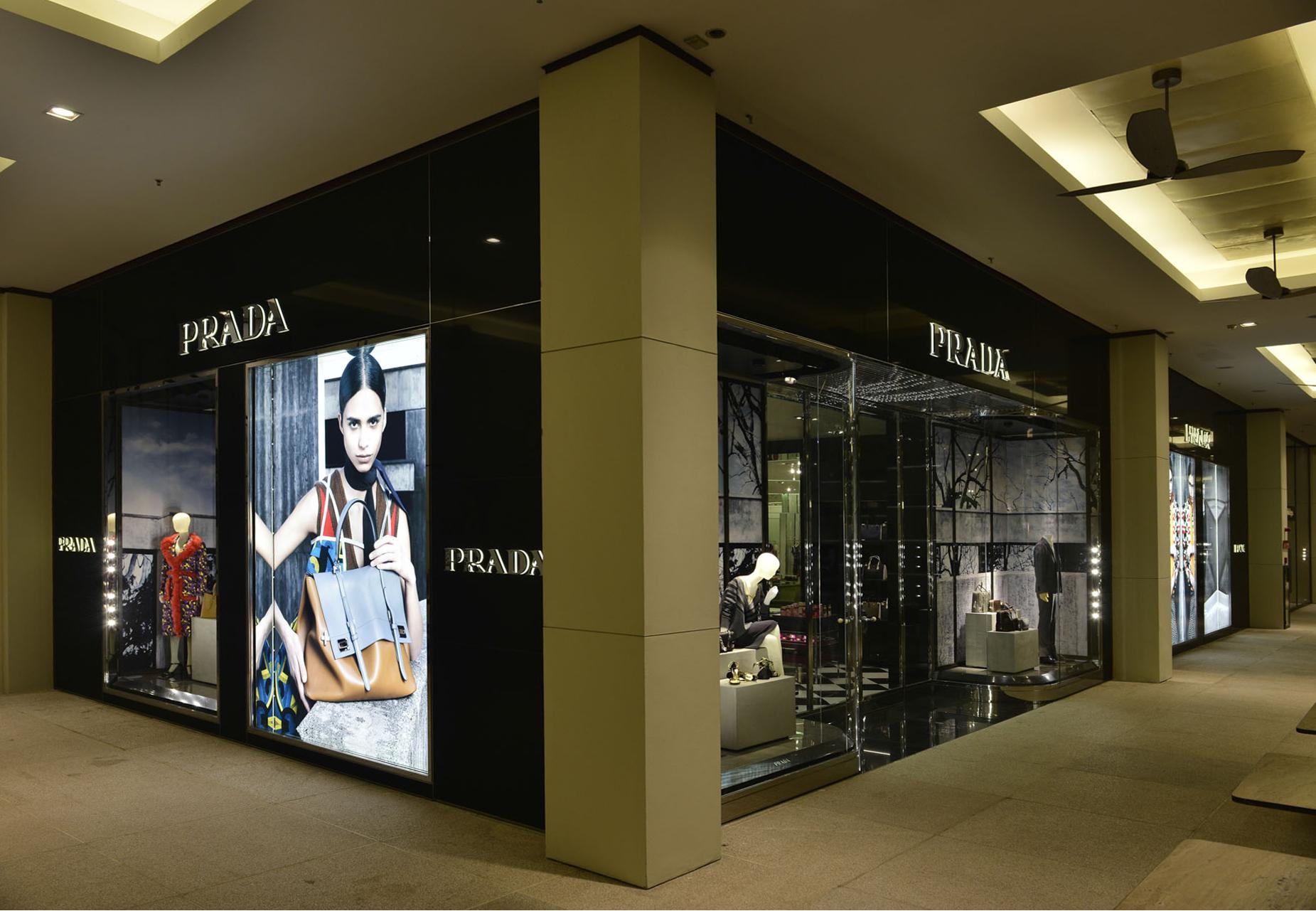 e1226e727 Galeria de Fotos Por dentro da nova loja da Prada no shopping Cidade Jardim  em SP // Foto 1 // Notícias // FFW