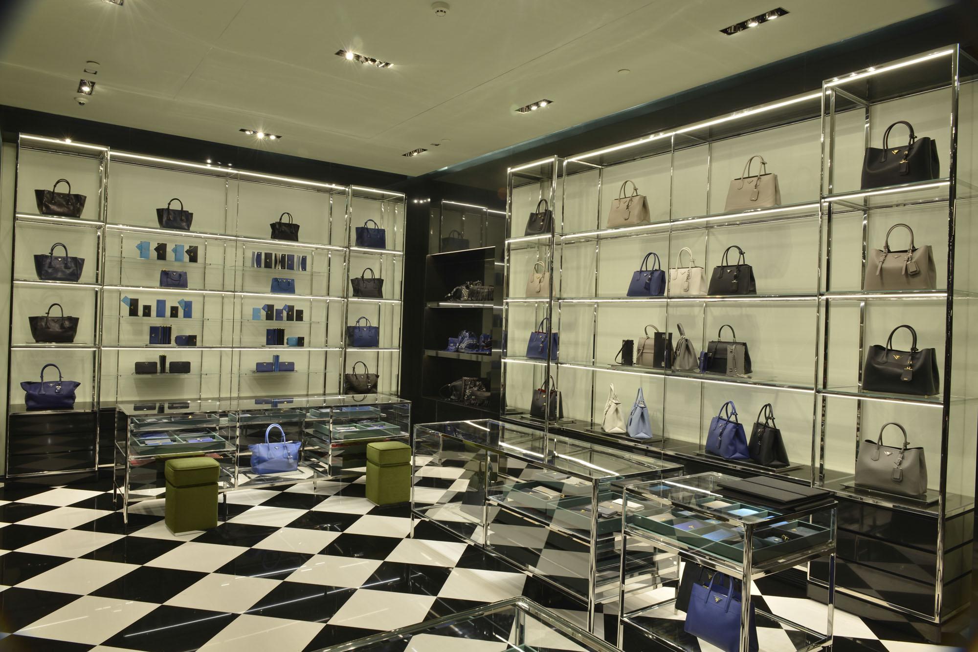 470b26117 Galeria de Fotos Por dentro da nova loja da Prada no shopping Cidade Jardim  em SP // Foto 2 // Notícias // FFW