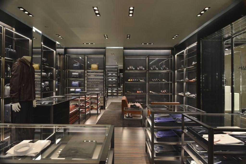 Prada abre loja inteiramente dedicada à moda masculina em São Paulo e  reforça sua presença no Brasil 8c4f105952