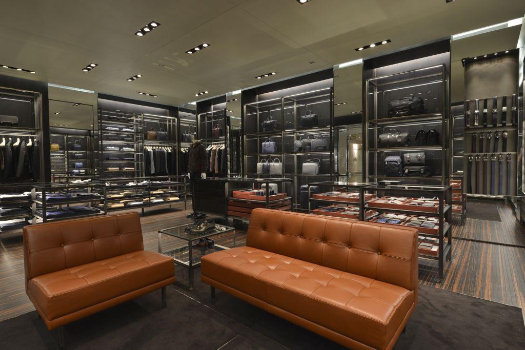 Prada abre loja inteiramente dedicada à moda masculina em São Paulo e  reforça sua presença no Brasil   1b7fbb9bab