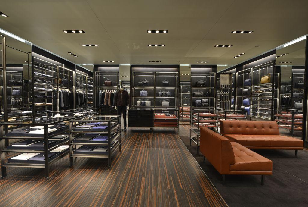 04a8e17c8 Galeria de Fotos Só para eles: Prada abre loja inteiramente dedicada à moda  masculina em SP // Foto 5 // Notícias // FFW