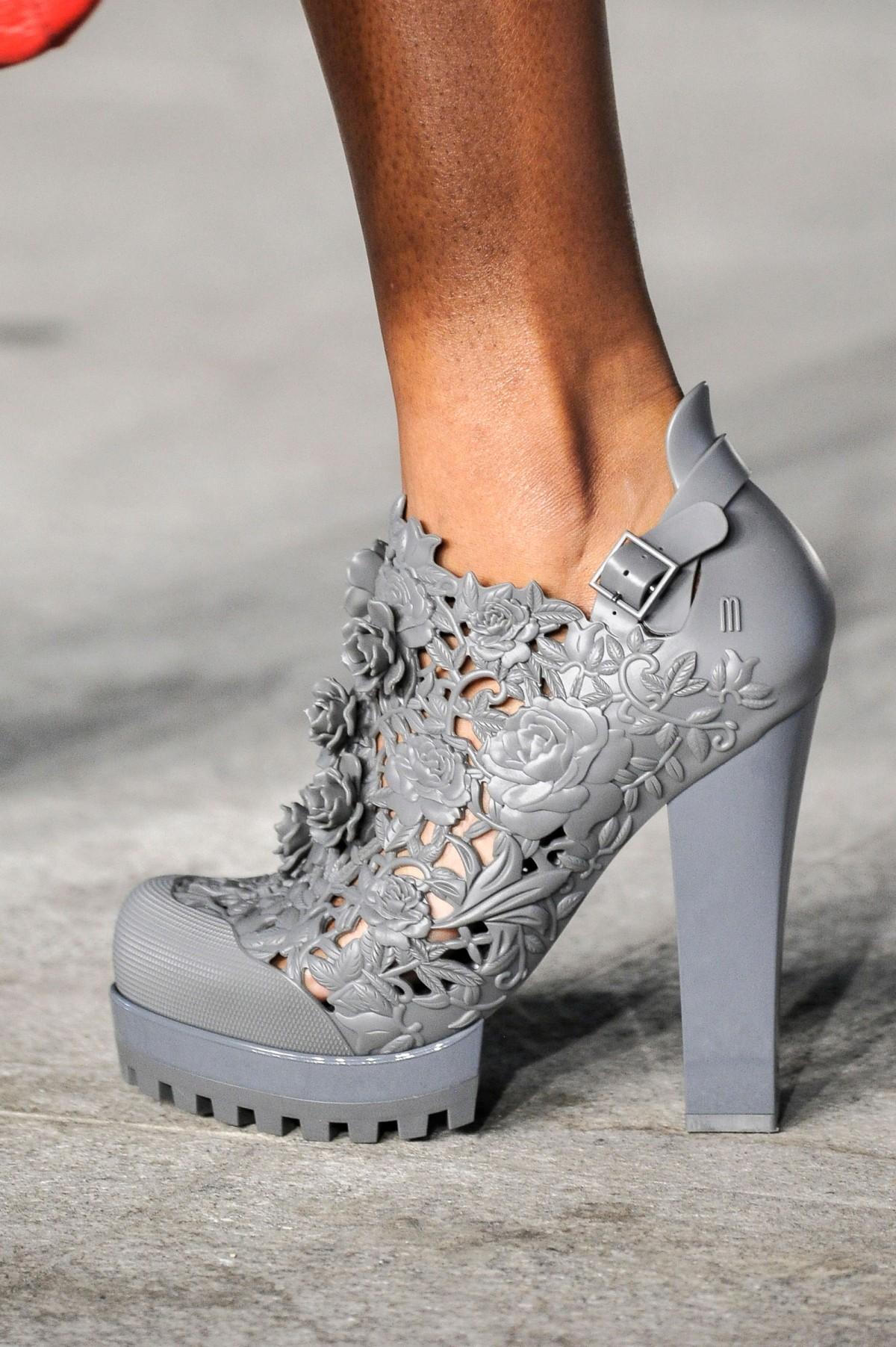 dae3fdc62 Galeria de Fotos Acerte o passo: os melhores sapatos nas tendências mais  quentes do SPFW // Thumbs // Notícias // FFW