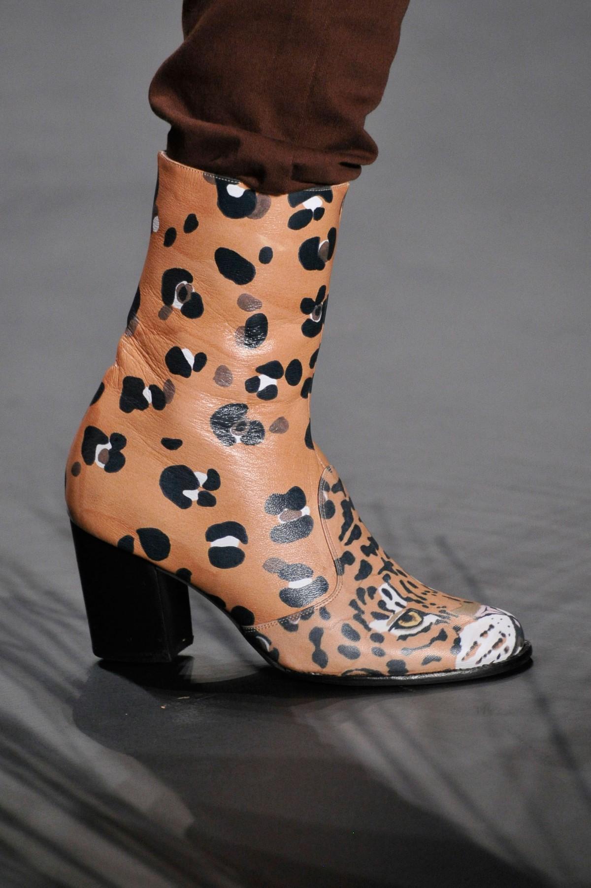2b90b9804 Galeria de Fotos Acerte o passo: os melhores sapatos nas tendências mais  quentes do SPFW // Notícias // FFW