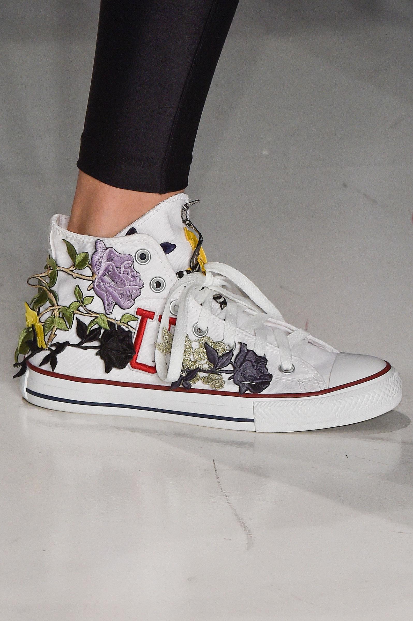 594816421 Galeria de Fotos Acerte o passo: os melhores sapatos nas tendências mais  quentes do SPFW // Foto 31 // Notícias // FFW