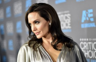 Angelina Jolie no tapete vermelho do Critics Choice Awards ©Getty Images