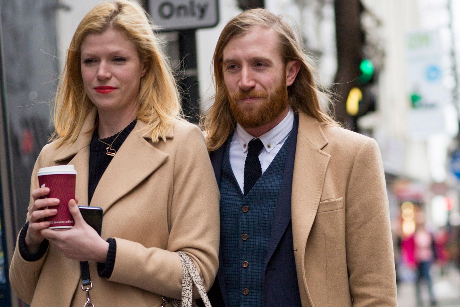 Tons terrosos fazem a cabeça dos fashionistas em Londres ©Agência Fotosite