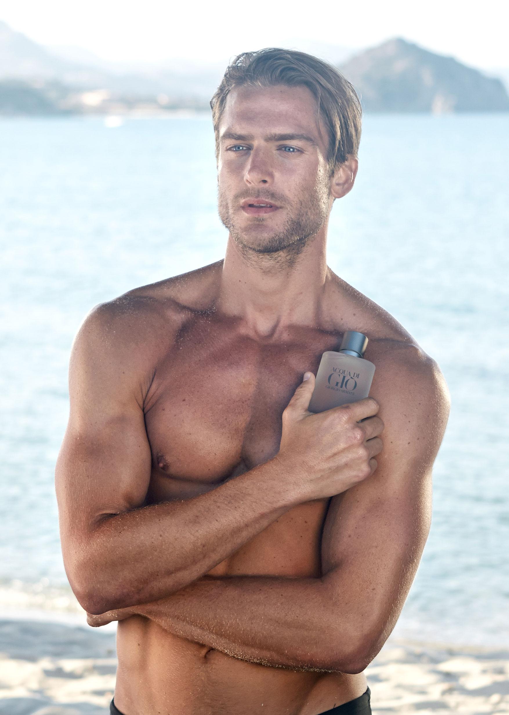 Jason Morgan na nova campanha do perfume Acqua di Giò ©Divulgação