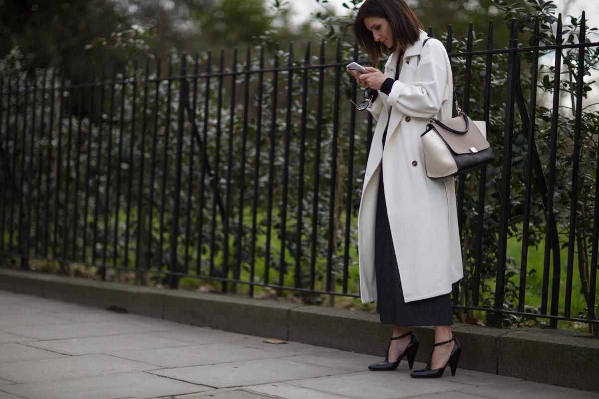 Para todos os gostos: looks clássicos e ousados no street style de Londres ©Agência Fotosite