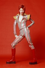 O visual ambíguo de Ziggy Stardust, personagem criado por David Bowie