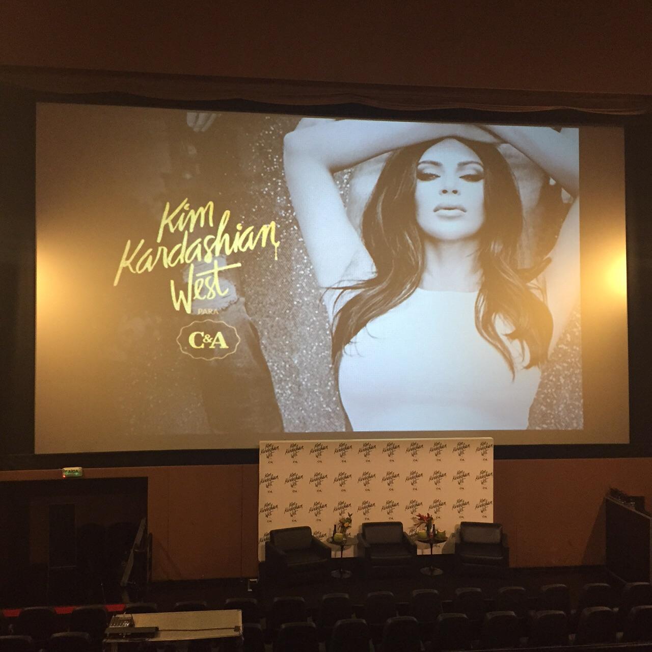 Kim-Kardashian-West-para-CEA-colecao-assinada-dia-dos-namorados-coletiva