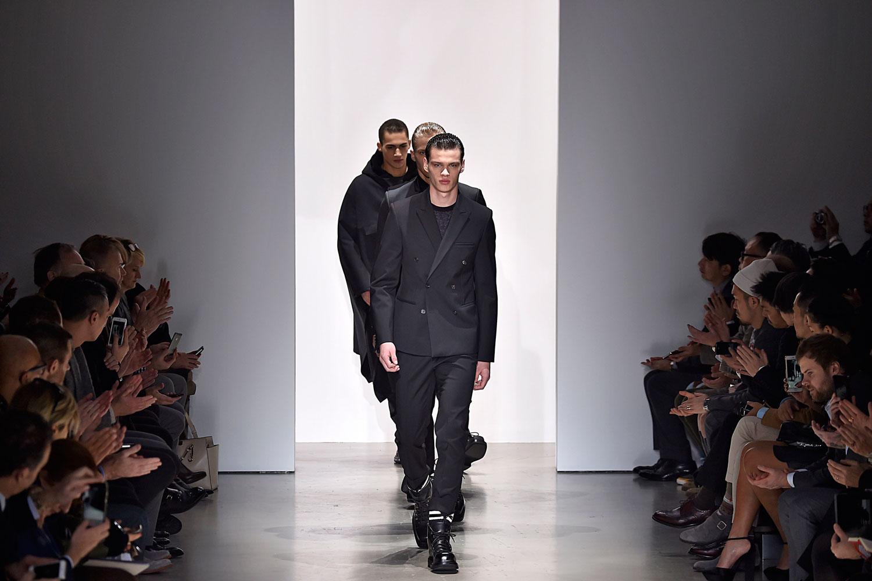 c6ad2ff4ea52c Assista ao vídeo do desfile da Calvin Klein Collection na semana ...
