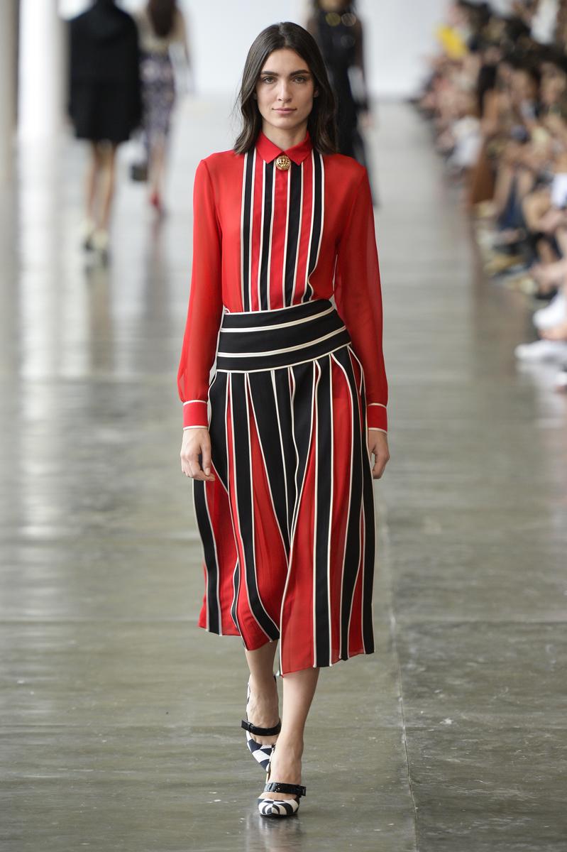 As fitas dos trajes típicos portugueses viram saias supercontemporâneas