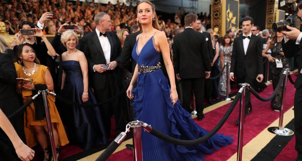 Brie Larson, de Gucci, no tapete vermelho do Oscar 2016 ©Reprodução