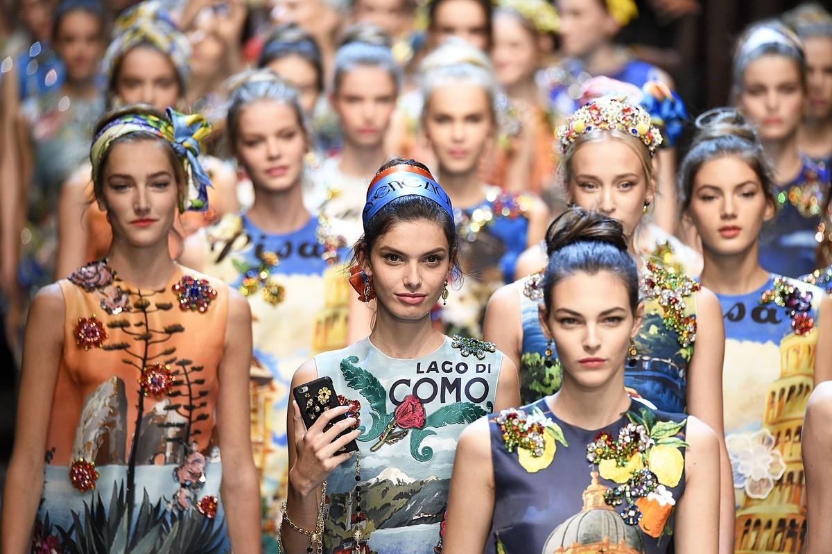 Fila final da Dolce & Gabbana na temporada de Verão 16 ©Agência Fotosite