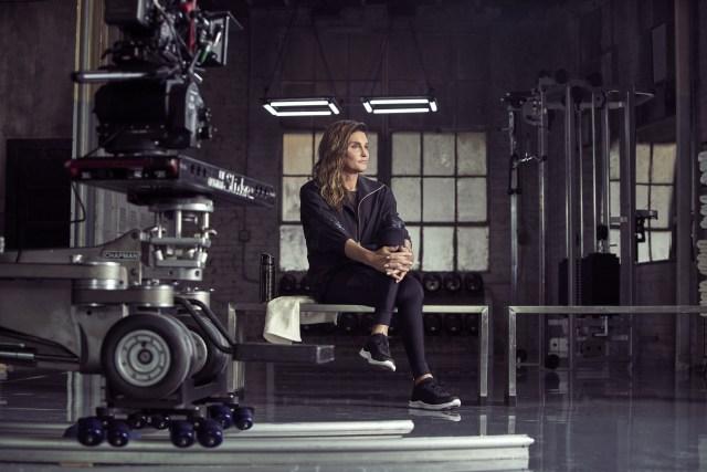 Clique da gravação da nova campanha da H&M com Caitlyn Jenner. ©Reprodução