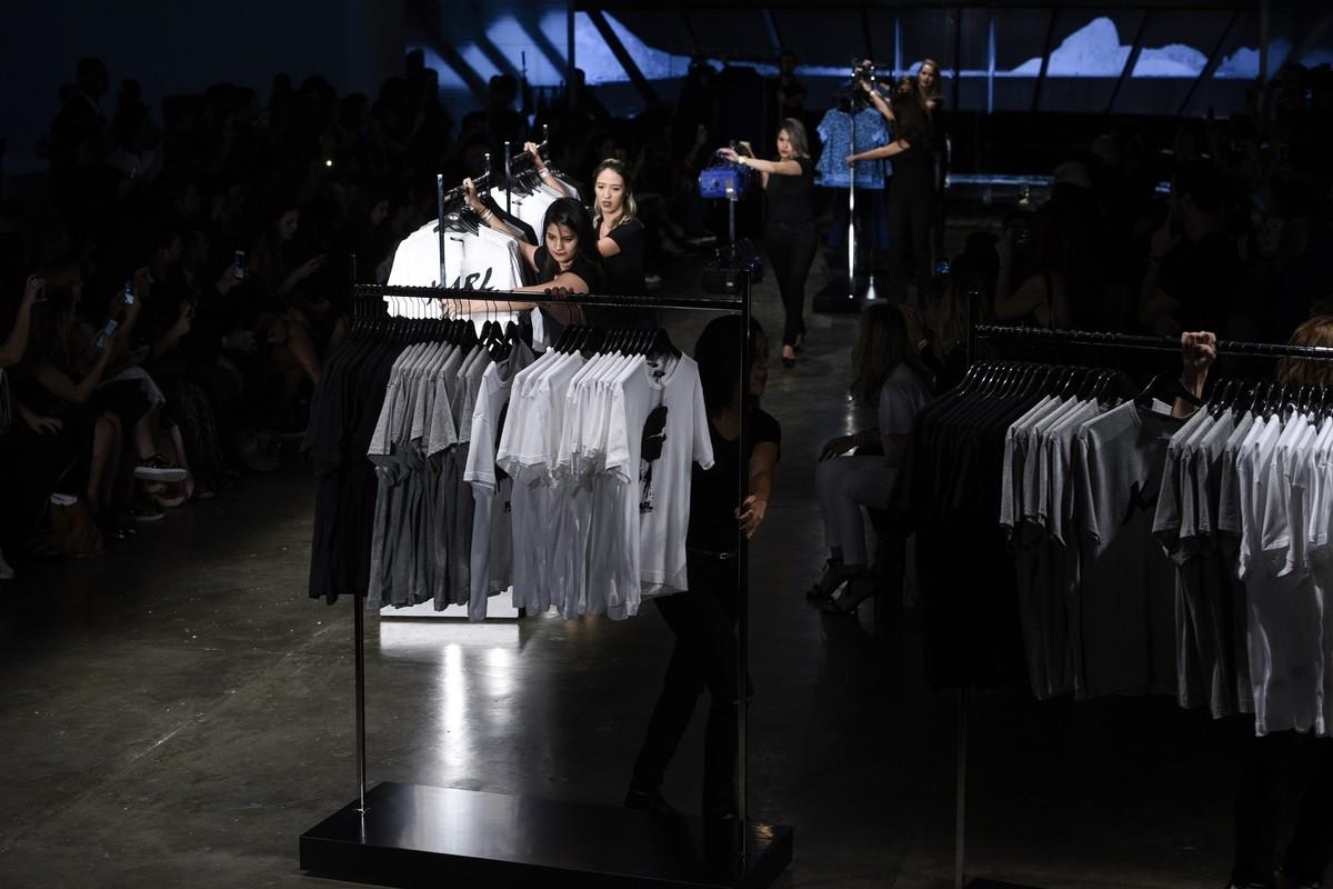 As peças da coleção Karl Lagerfeld for Riachuelo foram colocadas à venda imediatamente após o desfile no SPFW ©Agência Fotosite