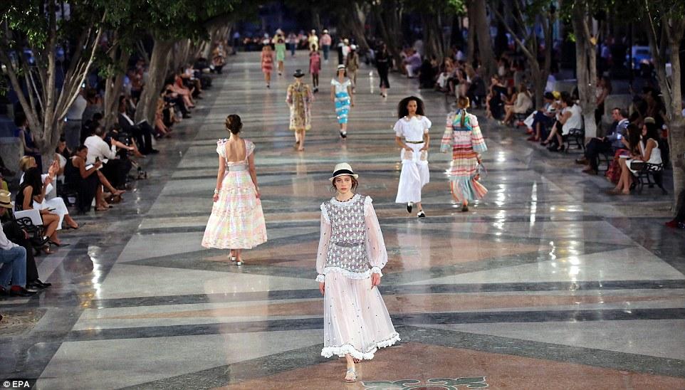 Mega passarela de 160 metros para o desfile da Chanel ©Reprodução